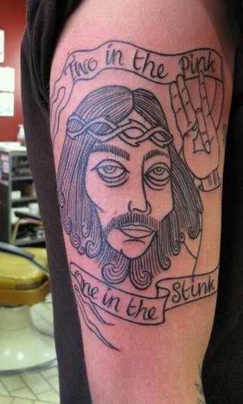 dois no uma rosa no fedor jesus OMG!  Tatuagens WTF Jesus